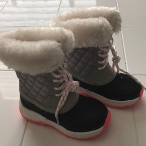 NEW!! Carter's snow boots